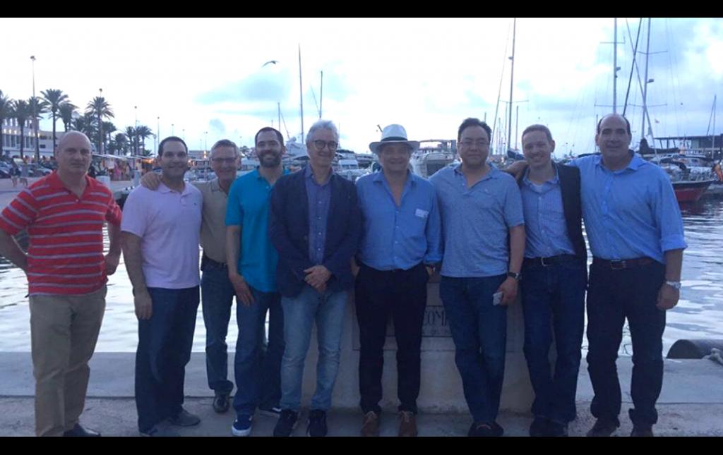Profesor José Antonio Soriano con algunos de los más famosos Cirujanos de USA y Europa en Formentera España