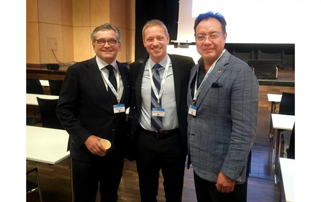 Dr José Antonio Soriano como profesor Invitado Especial con sus colegas Neurocirujanos y amigos Roger Hartl (USA) y Claudius Thome (Austria), durante el 67th Congress of the Germany Society of Neurosurgery en Alemania