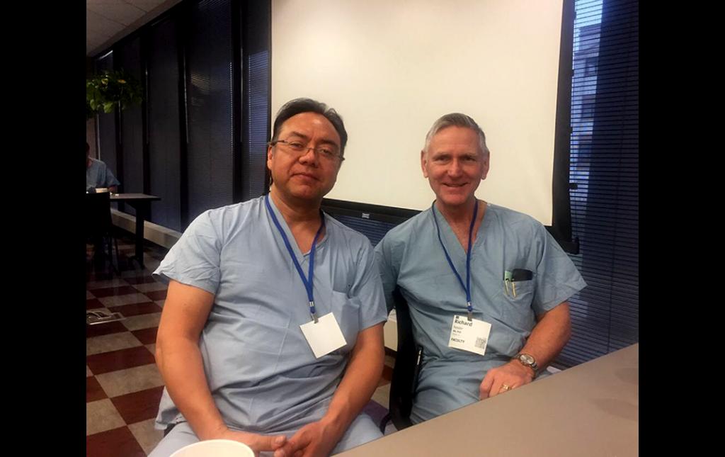 Dr Soriano compartiendo un Workshop de Cirugía Mínimamente Invasiva de Columna con el Profesor Richard Fessler (Chicago, USA)