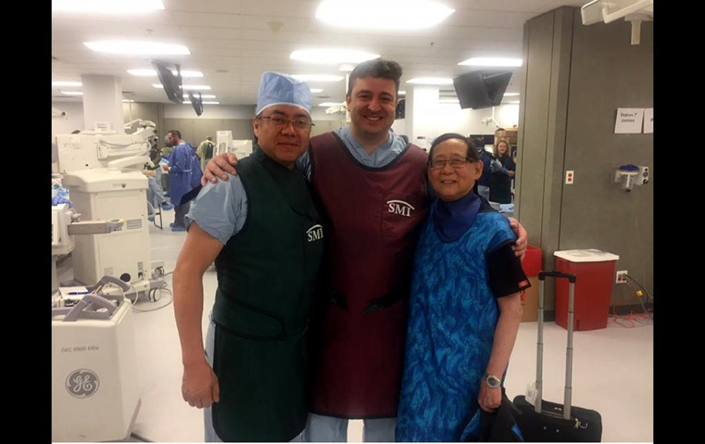 Dr Soriano compartiendo en Miami un Workshop de Cirugía Mínimamente Invasiva de Columna con dos históricos de la Cirugía Endoscopica Espinal: Profesores Ralph Wagner de Alemania y Tony Yeung (China USA)