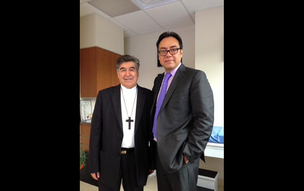Fotografía del Dr Soriano con el Obispo de San Cristobal de las Casas (Actualmente Arzobispo de Mexico nombrado por el Vaticano)