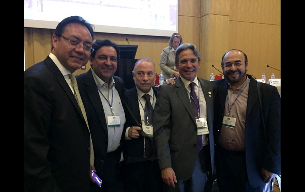 Fotografía del Dr Soriano con los Neurocirujanos Rene Corvalán, Marcos Baabor (Chile), Enrique Osorio (Colombia), celebrando el triunfo en Roma 2016 para celebrar el Congreso Mundial de Neurocirugia en Bogota 2021