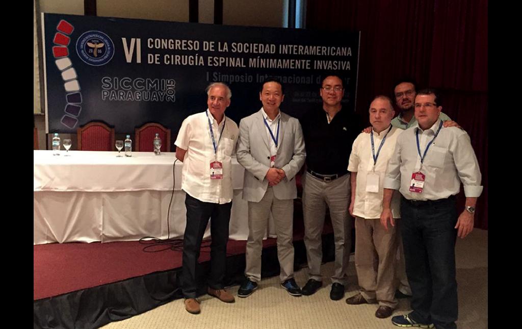 Fotografía del Dr Soriano con los Dres Jorge Ramirez (Colombia), Pil Sun Choi (Brasil, Marcos Baabor (Chile), Sergio Soriano (Mexico) durante el VI congreso SICCMI 2015, Asuncion Paraguay