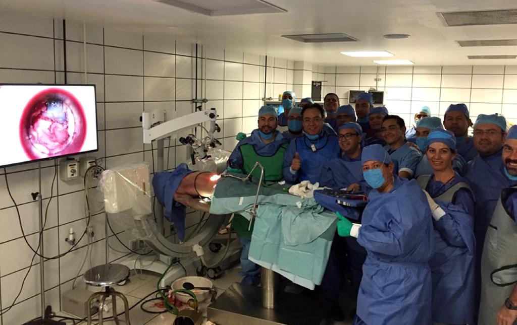 Profesor Soriano Dirigiendo algún curso de Cirugía Minimmamente Invasiva en la Universidad Nacional Autónoma de Mexico UNAM